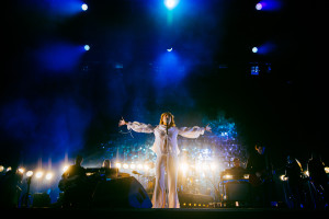 150814_Florence-and-the-Machine_olle-kirchmeier_lowres_28287